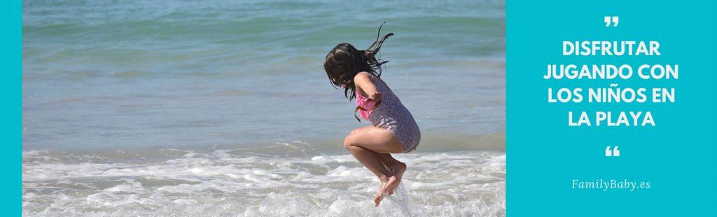 saltar las olas de la playa